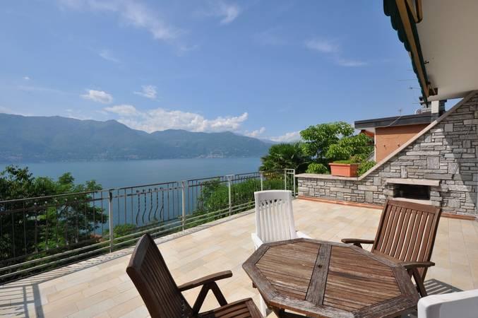 zwei kleine wohnungen mit grosser terrasse und panoramablick auf den lago maggiore brezzo di. Black Bedroom Furniture Sets. Home Design Ideas